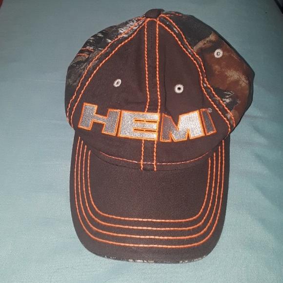 adbd0ff9e6b Mens Mopar camo Hemi hat excellent condition. M 5b3ec5fa34a4efdd4909adbc